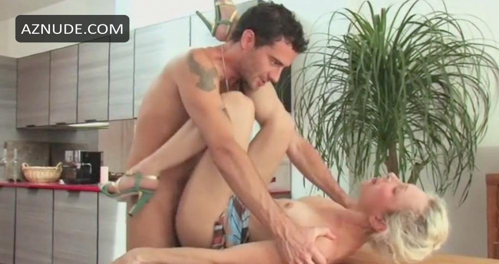 Lesbian seduces straight girl video