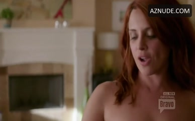 ALANNA UBACH in Girlfriends' Guide To Divorce