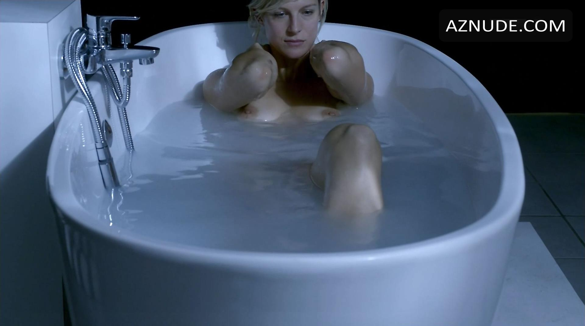 Kate winslet nude boobs and bush in iris movie - 2 part 9