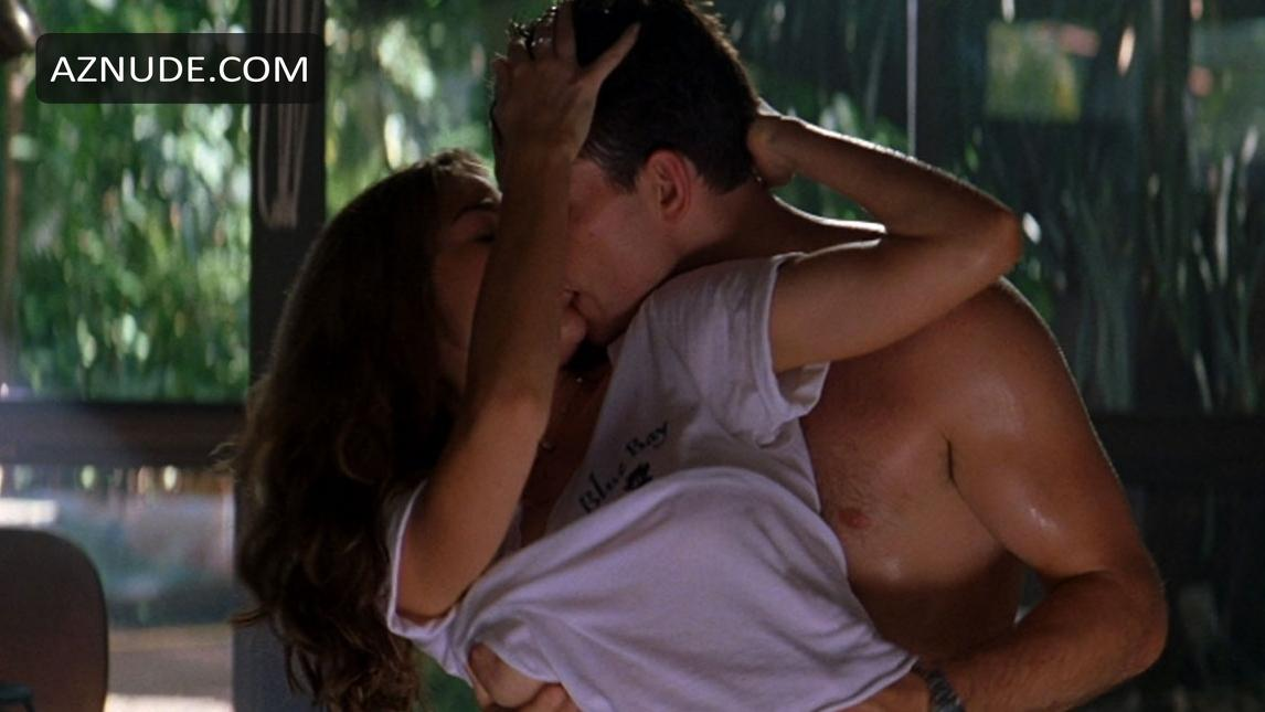 Denise richards and neve campbell 3some sex on scandalplanet - 3 8