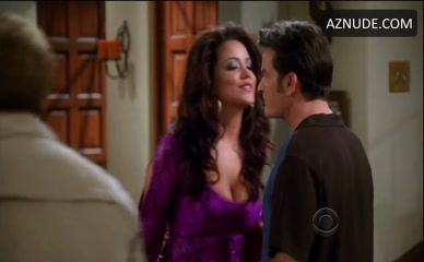 KATY MIXON in Two And A Half Men