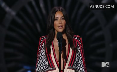 KIM KARDASHIAN WEST in Mtv Video Music Awards