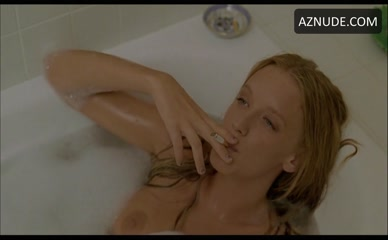 Ludivine sagnier the young pope