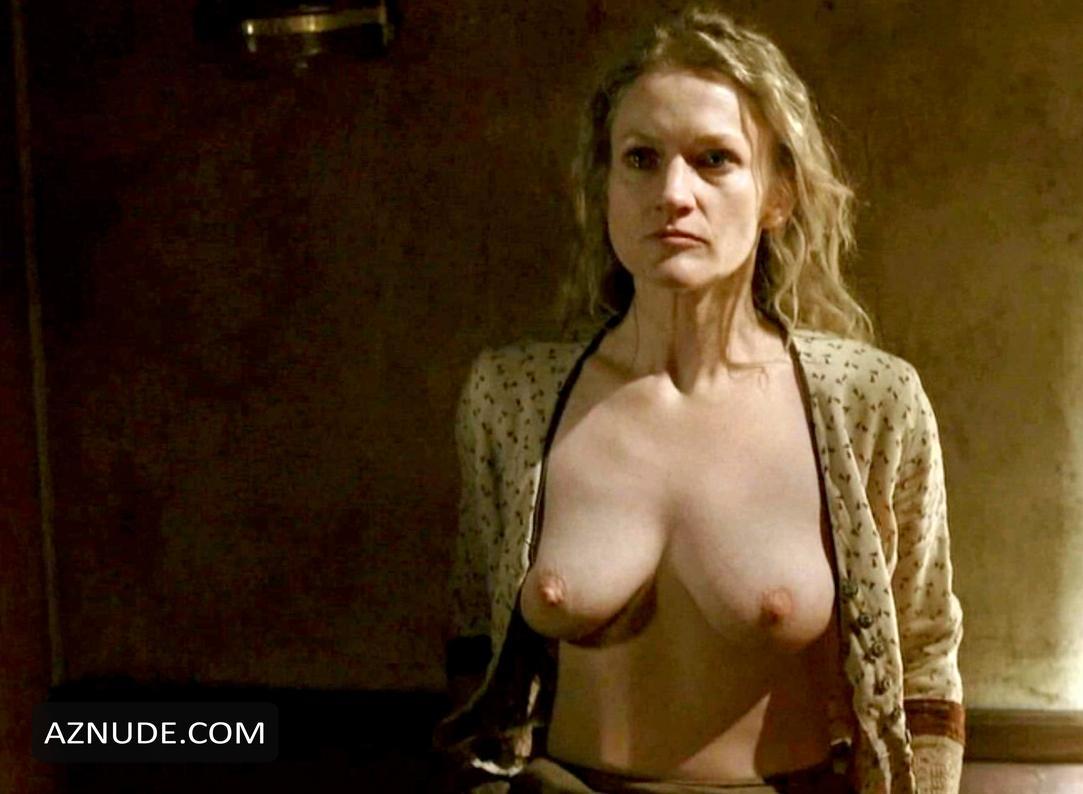 Anna Gunn  nackt