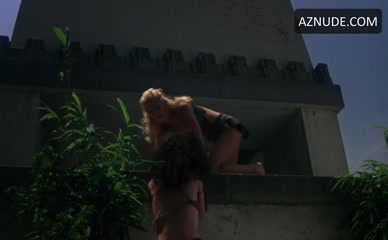 SHANNON TWEED in Cannibal Women In The Avocado Jungle Of Death