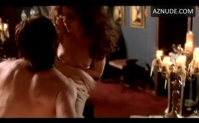 selena gomez naked in her roomroom