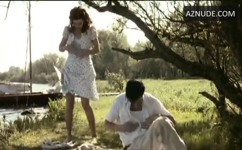 Thekla Reuten Underwear Scene in Twin Sisters - AZNude