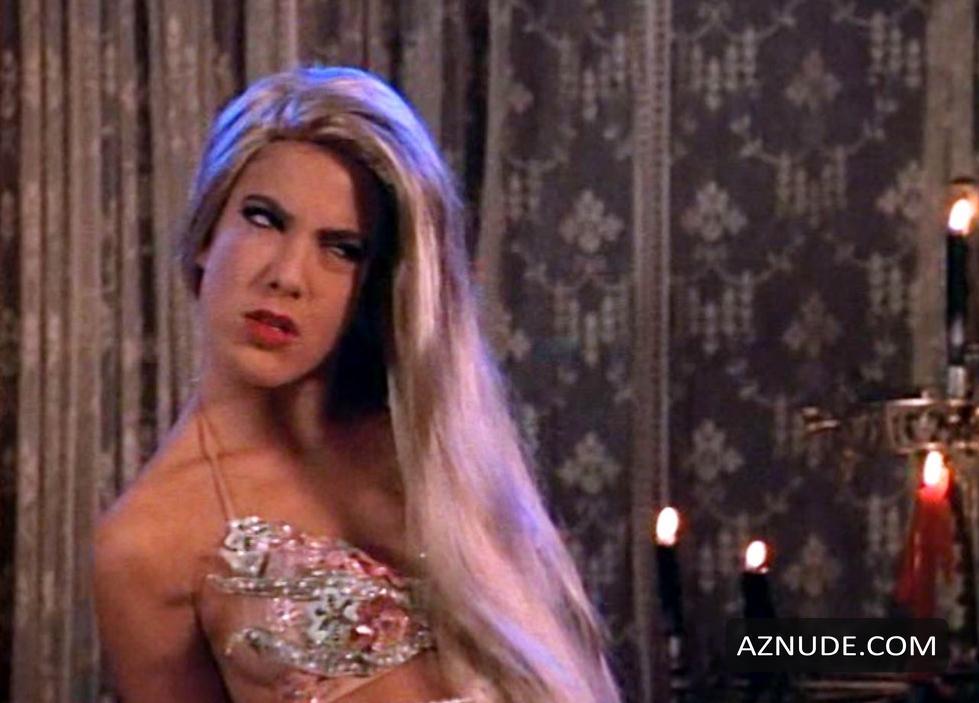 Tiffani thiessen beverly hills 90210 bikini top scene - 2 part 2
