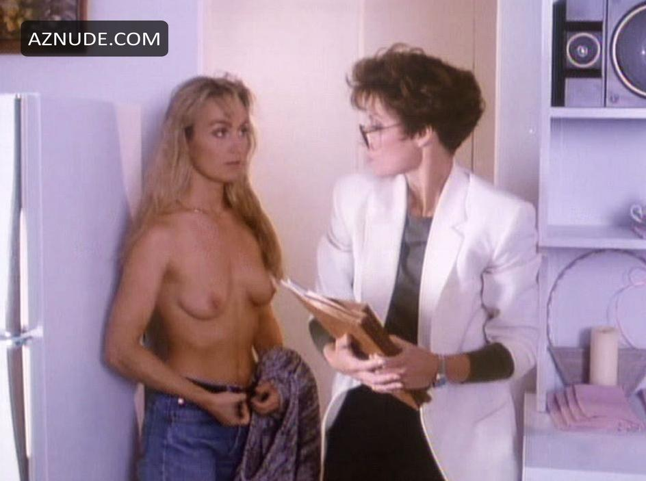 Erotic Pix Laughing wife naked natual