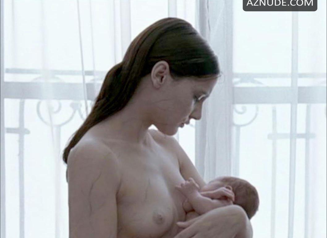 Celebrity breast feeding