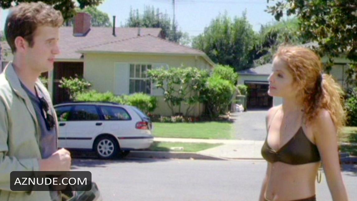 Alexis Thorpe  nackt
