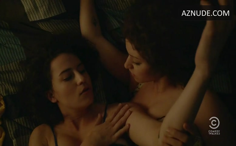 Alia Shawkat Lesbian Scene In Broad City - Aznude-6986