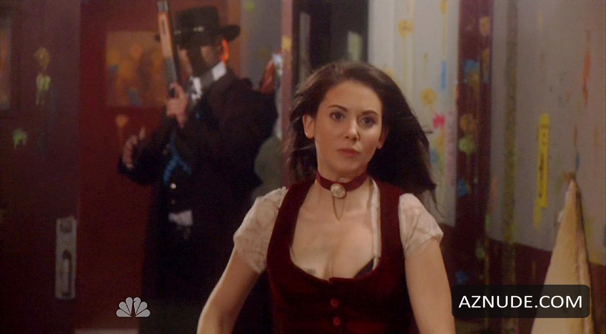 image Alison brie community 04 annie039s christmas song