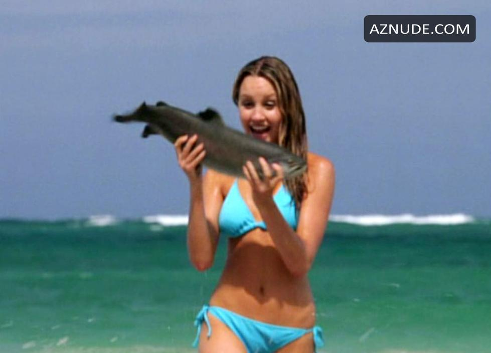 Amanda Bynes Bikini, Breasts Scene in Love Wrecked - AZNude