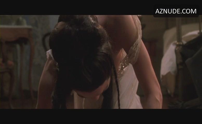 Angelina Jolie Breasts Scene In Original Sin - Aznude-1593