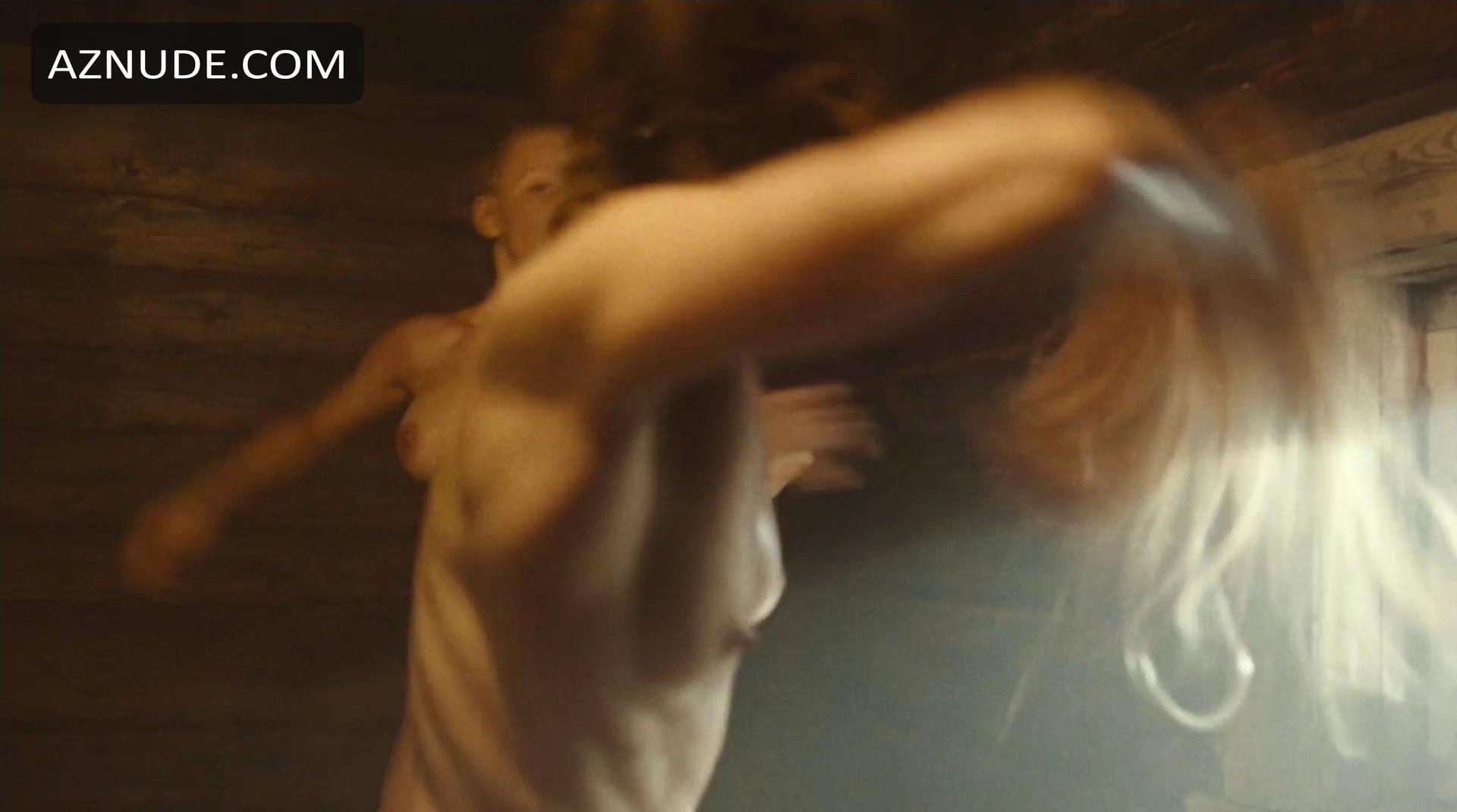 Strechel  nackt Anjorka Nora Tschirner