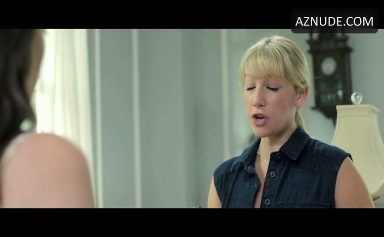 ari-graynor-shows-tits-porn-video-free