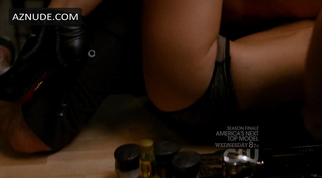 Ashlee Simpson  nackt