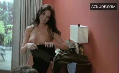 Laura Niles  nackt