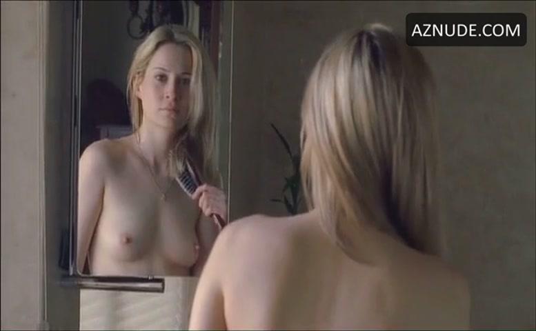 Camille Sullivan  nackt