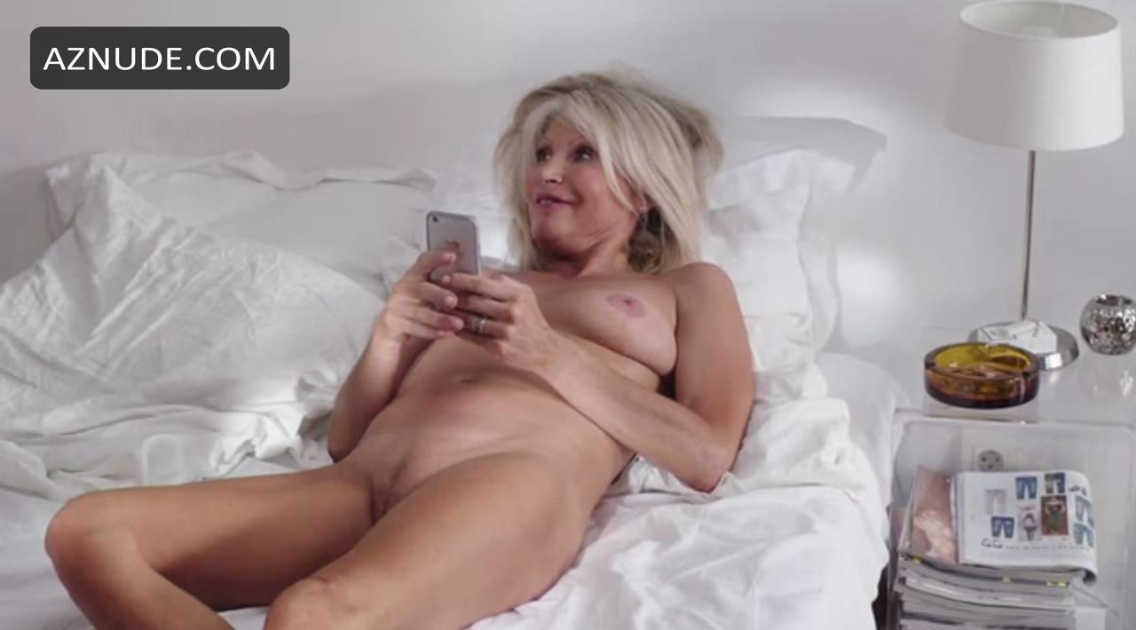 Sexy Alix Koromzay Nude Pic