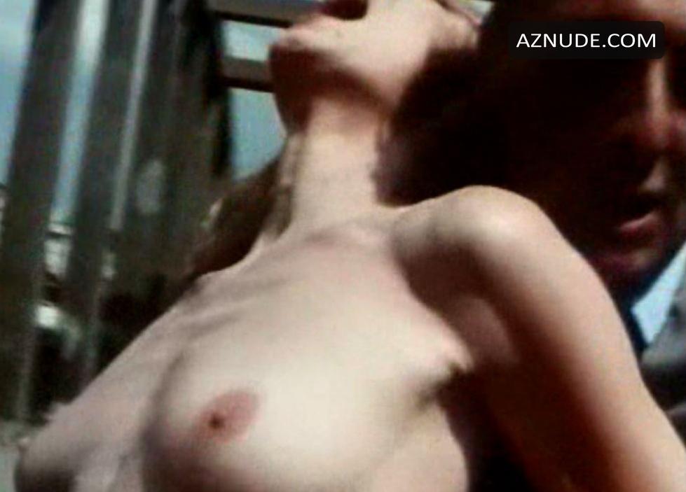 Caroline Sihol  nackt