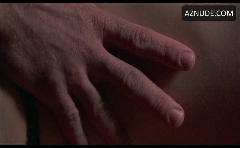 Rijpe mandy doet een sensuele striptease voor