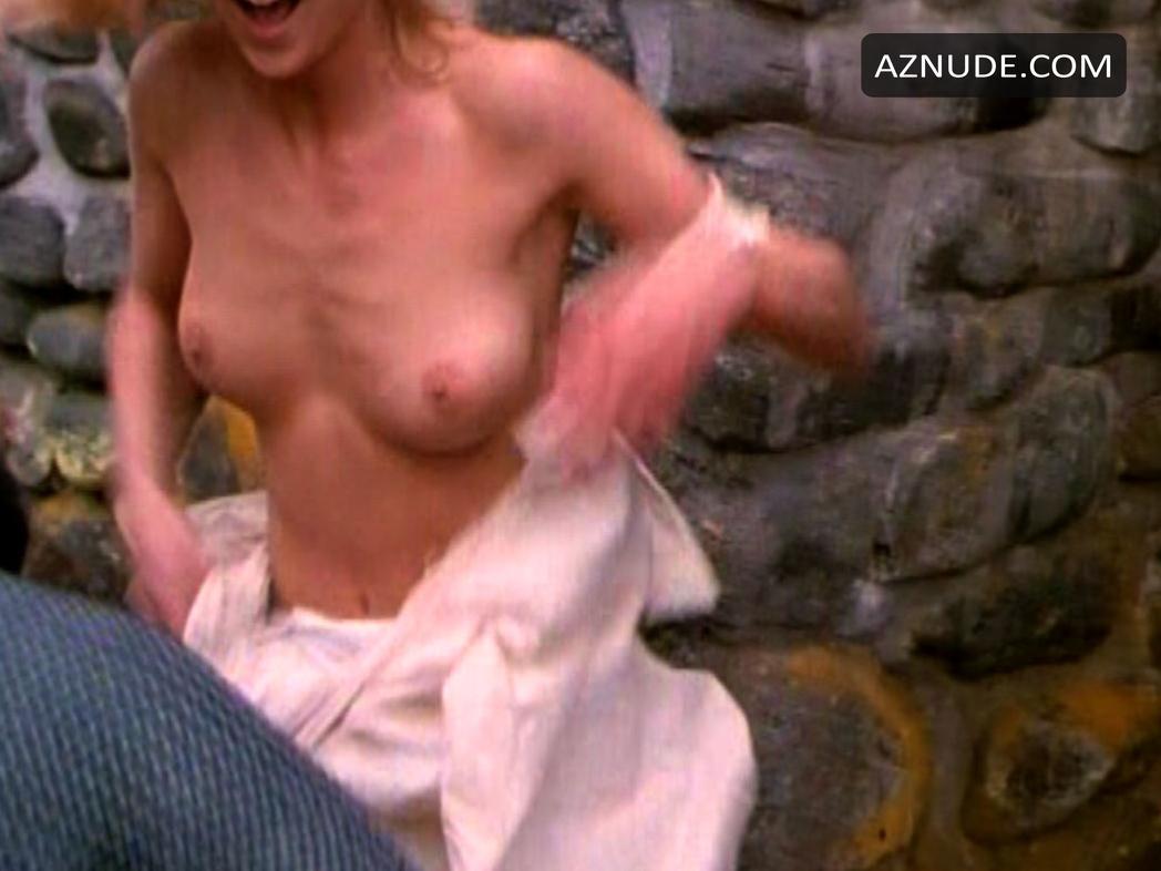 Carrie Flaska Nude - Aznude-1348