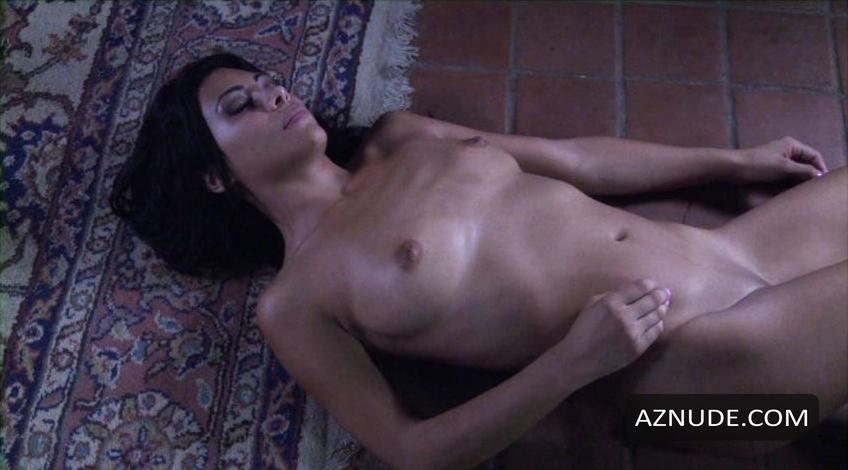 Cassandra Cruz  nackt