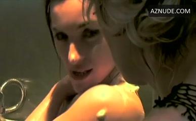Emmanuelle Michelet  nackt