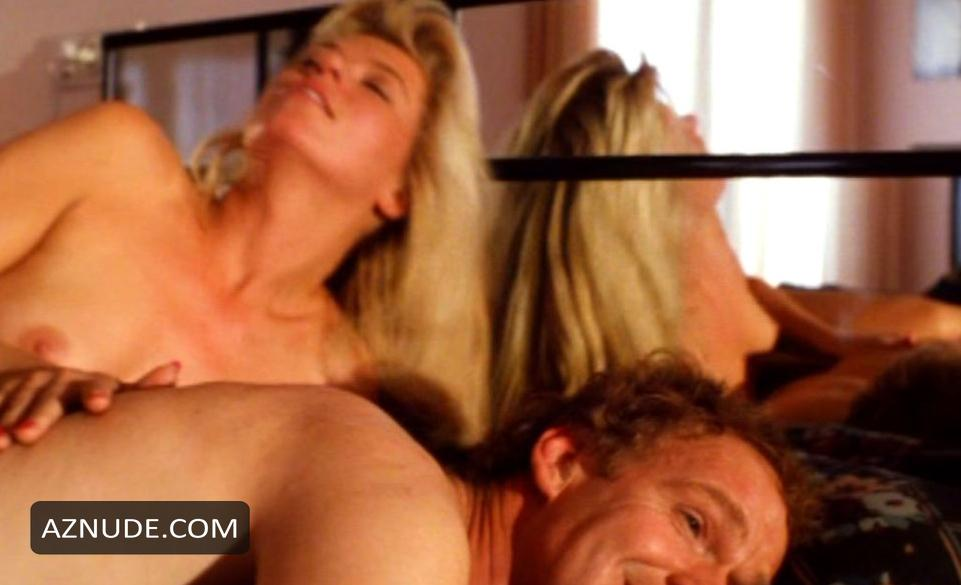 Ella Dershowitz  nackt