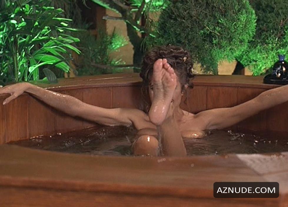 austin-powers-nude-scenes-wild-swimming-girl
