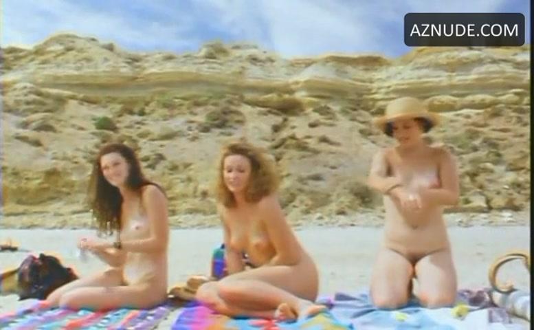 Jennifer Ross Breasts, Bush Scene In Maslin Beach - Aznude-8082