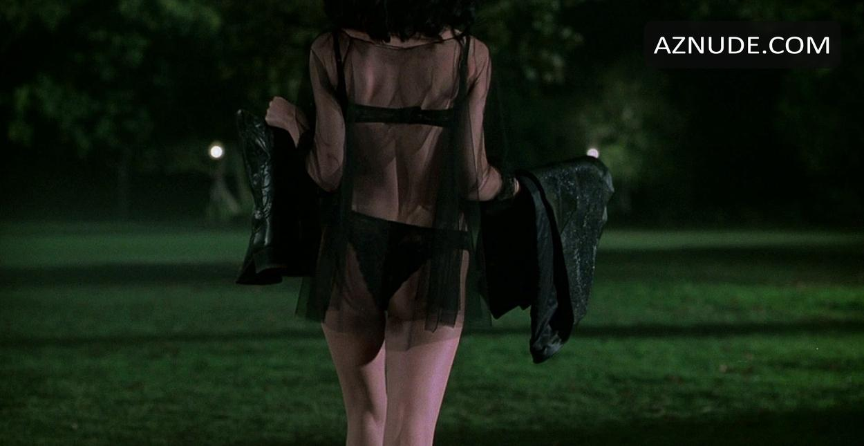 Lara flynn boyle in black