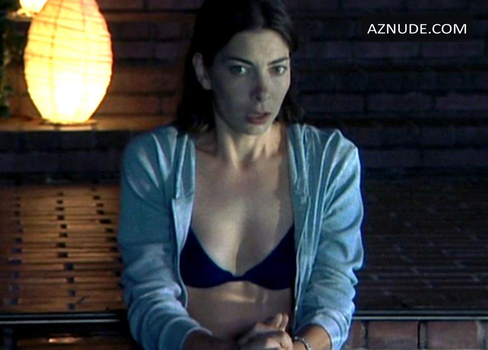 Mina Badie  nackt