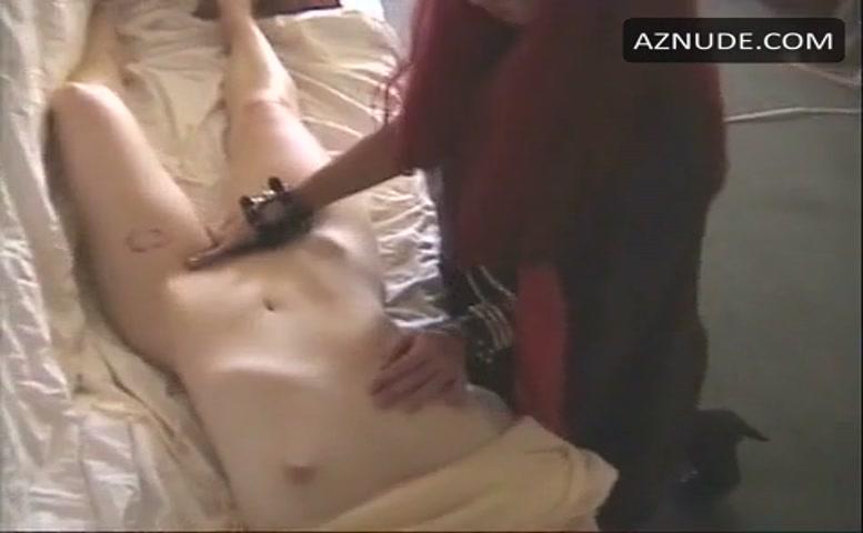Nackte Misty Mundae in An Erotic Werewolf in London