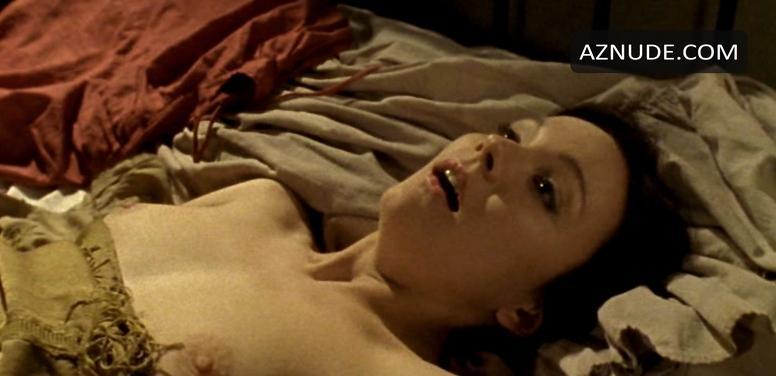 kourtney kardashian naked boobs