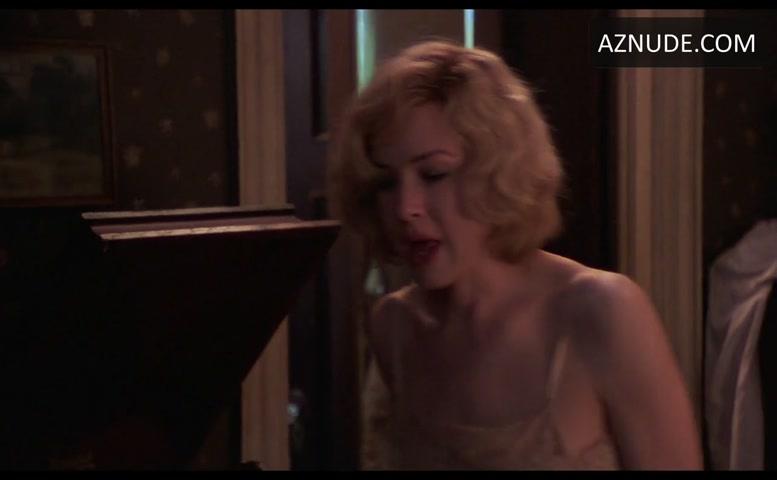 Renee Zellweger Sexy Scene In Love And A 45 Aznude
