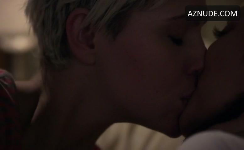 Kiss pretty little liars lesbian