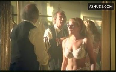 Gif nackt sophie schütt Sophie Schuett