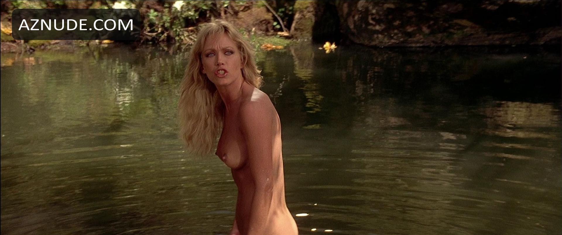 Angie Harmon Nude Photos