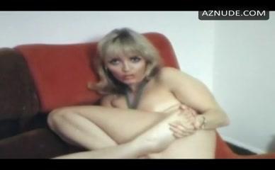 Обнаженная Ксавьера Холландер Порно
